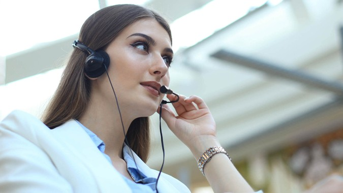 Woman customer support operator with headset and smiling. - Imag