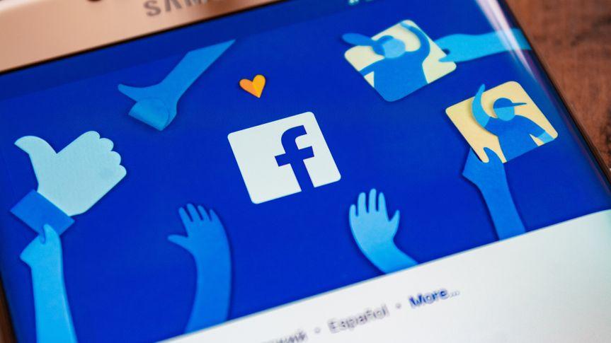 Facebook app on Samsung smartphone