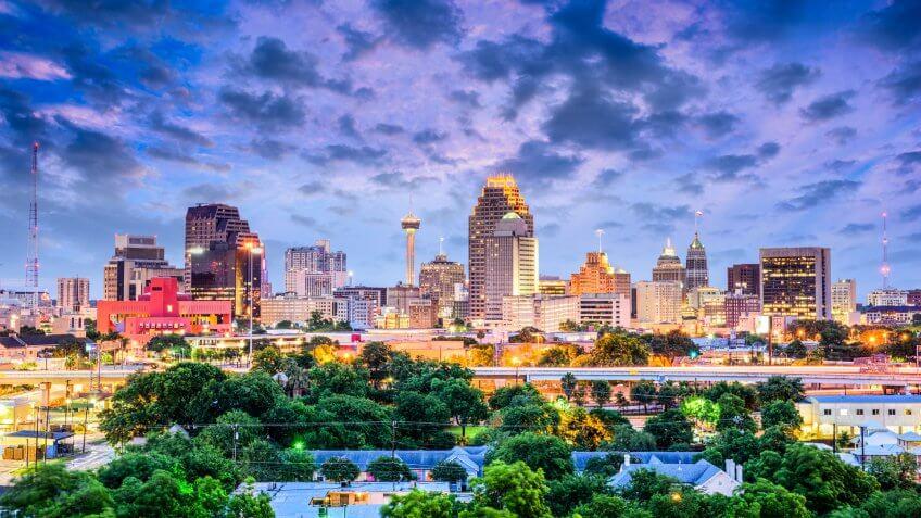 San Antonio, Texas, USA downtown city skyline