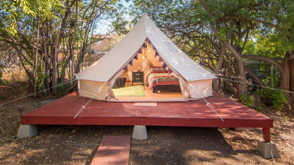 Lovely Glamping Tent for Three with a Shared Pool near Lakeside, California