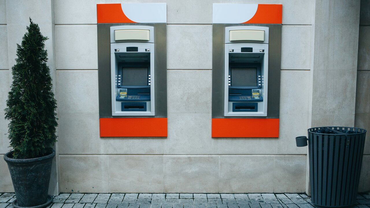 10 Banks With No-Fee ATMs