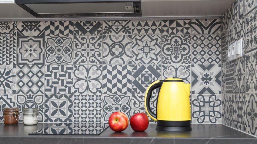 patterned backsplash tiles in modern kitchen