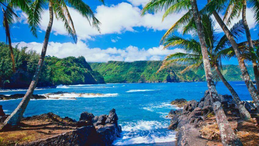 Breaking Surf Against The  Shore Of Maui Coastline, Hawaii Islands, USA.
