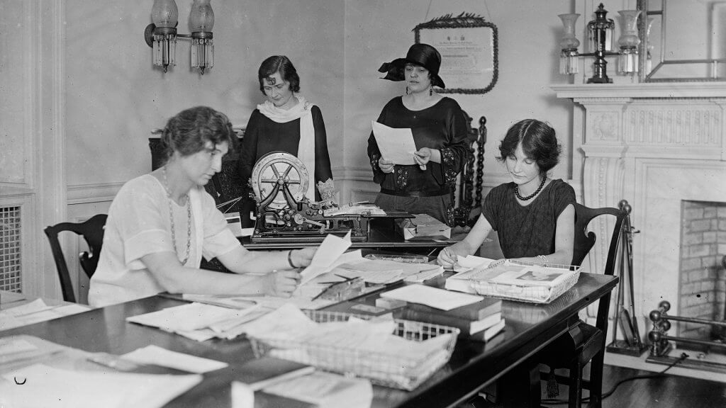 women working in an office in 1924