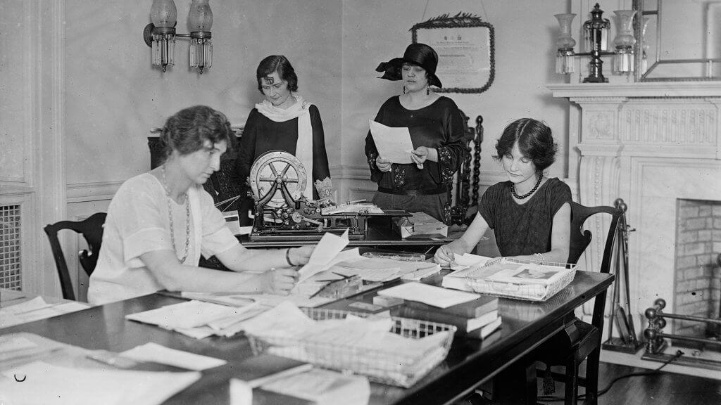 women working in an office in 1924