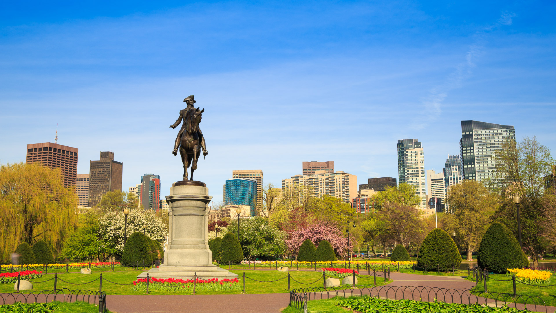 Boston Public Garden and statue of George Washington.