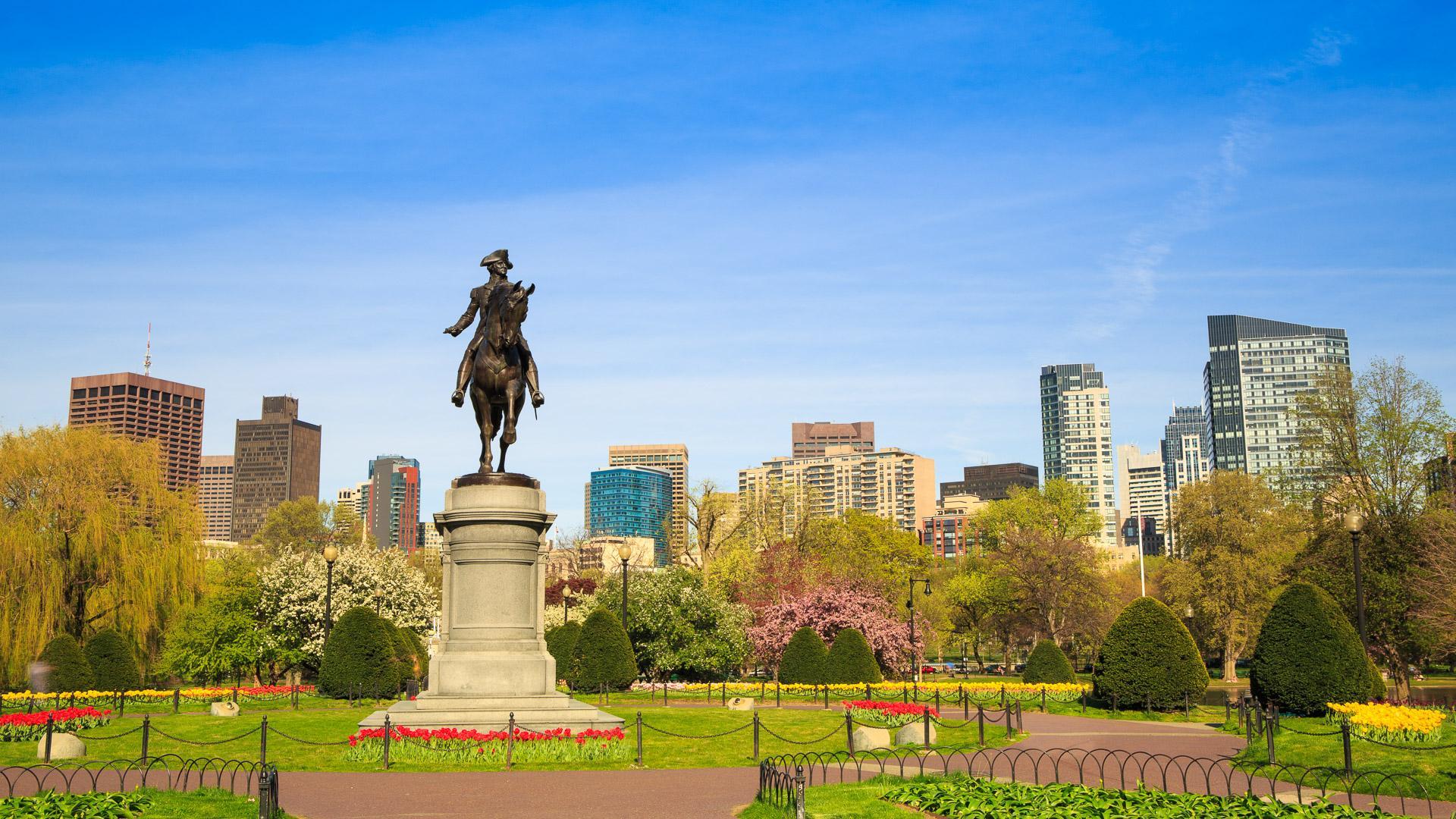 Boston Public Garden and statue of George Washington.