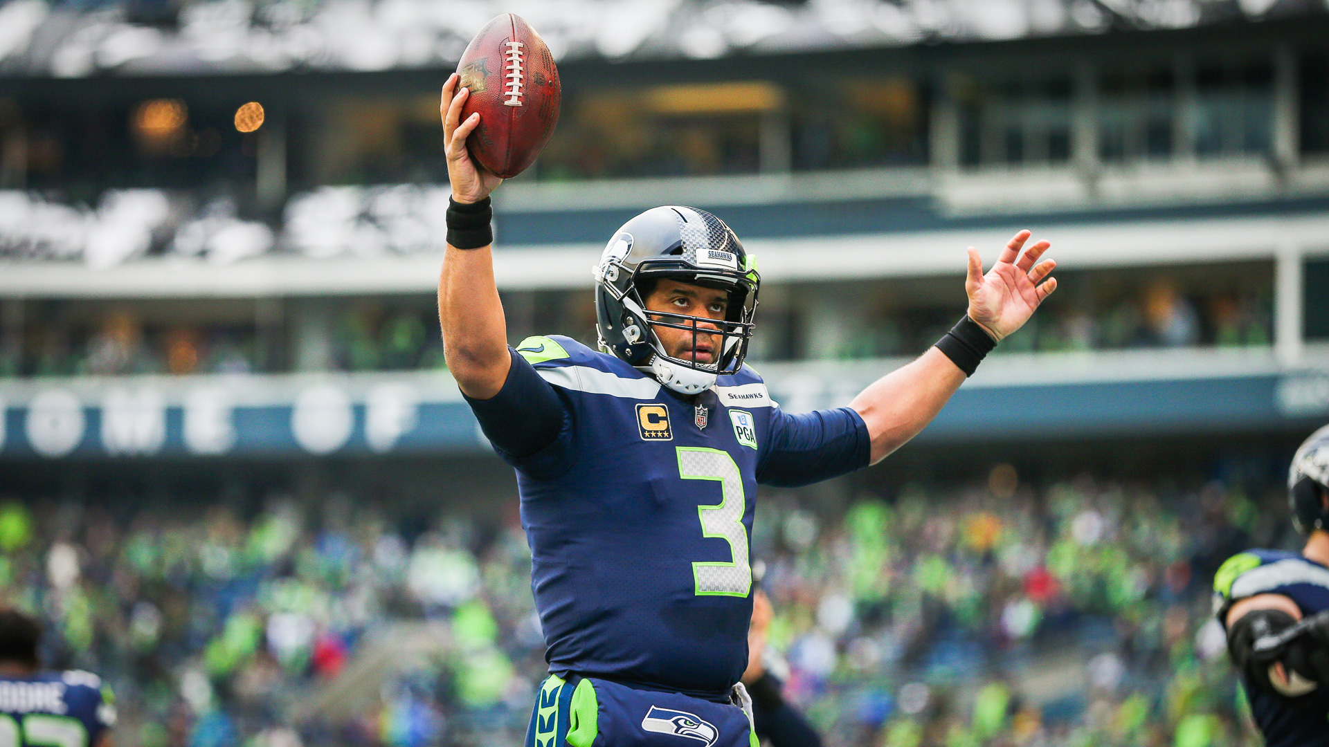 ae3278573fd2 Russell-Wilson-gives-Amazon -stock-to-Seattle-Seahawks-team-shutterstock editorial 10043733ay huge.jpg
