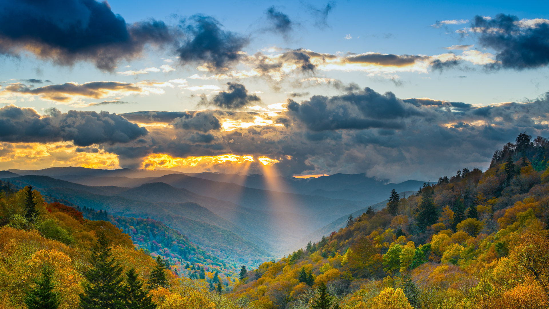 Autumn sunrise in the Smoky Mountains National Park.