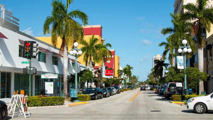 street in Hollywood Florida