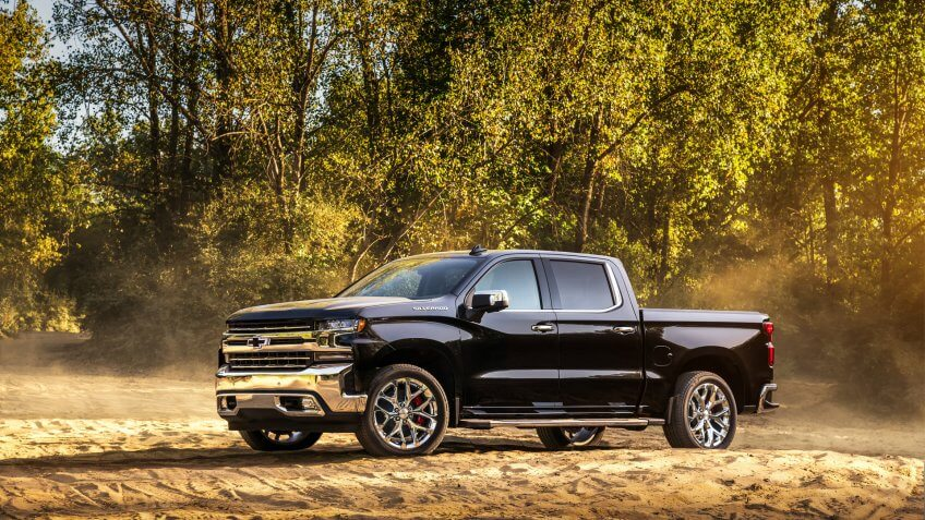 This concept highlights trailering technologies available on the 2019 Silverado 1500 designed to enhance trailering confidence.