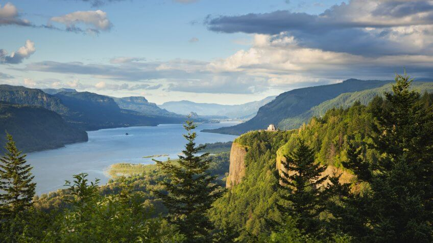 Columbia River Gorge in northwestern Oregon