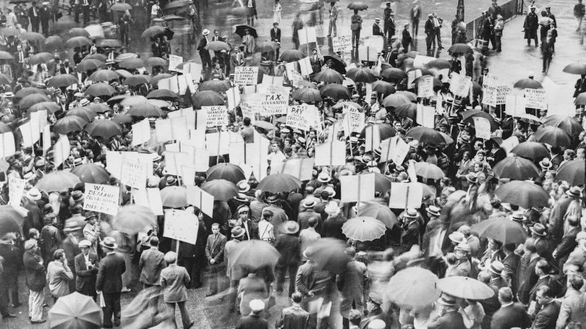 Crowds outside the Bank of United States in New York after its failure in 1931