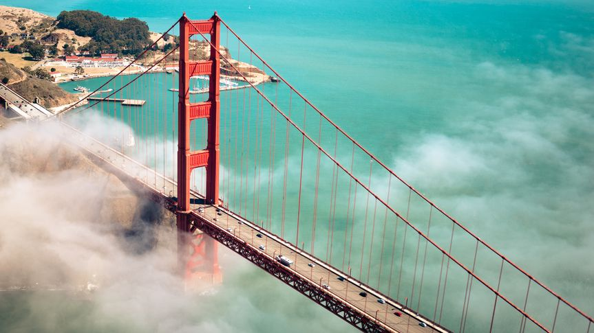 The Golden Gate Bridge in San Francisco, California, USA .