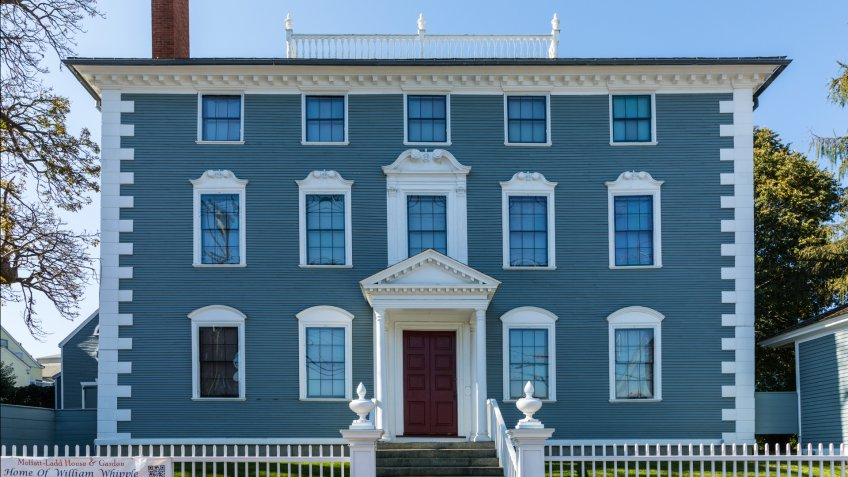 Portsmouth: old historic house of William Whipple, a signer of the Declaration of Independence.