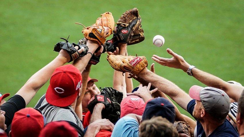 d9e76edd8ec baseball fans at National Park reach for homerun ball