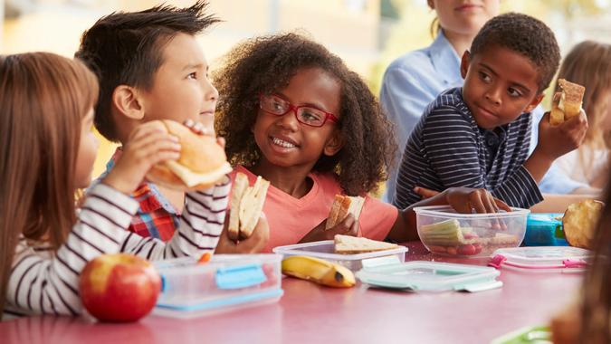 kids eating lunch in school cafeteria