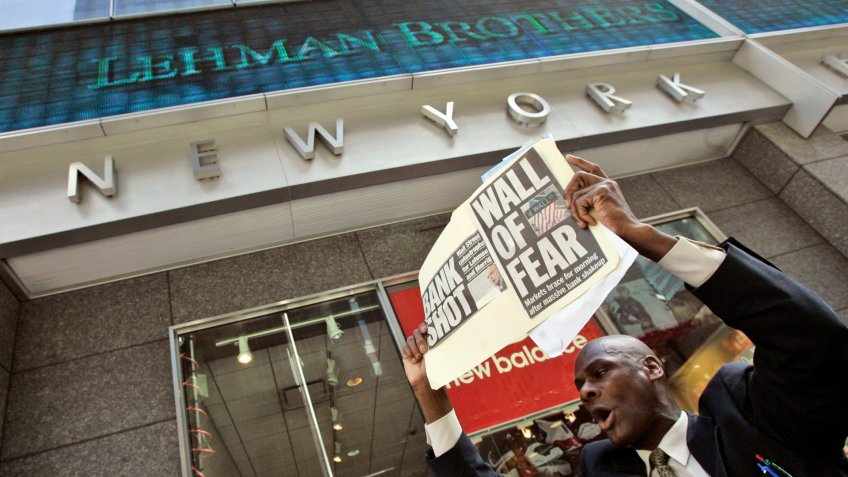 man-demonstrates-outside-the-Lehman-Brothers-headquarters-after-its-collapse in 2008