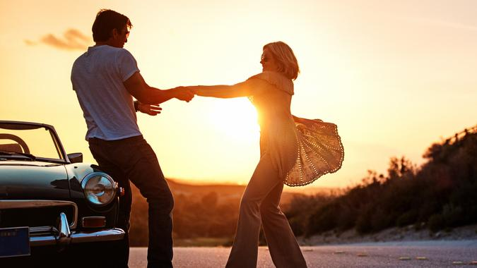retired cretired couple on road tripouple on roadtrip