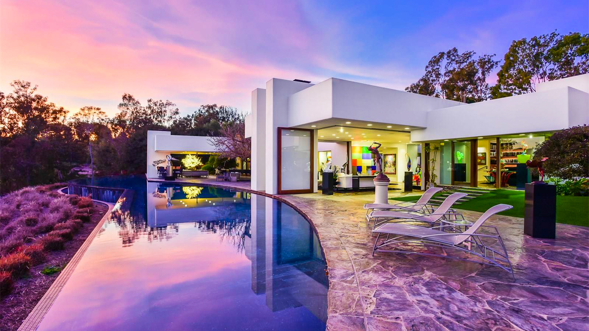 7 Gorgeous Houses With Infinity Pools