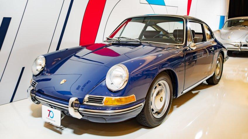 Toronto, Canada - 2018-02-19 : A 1964 Porsche 911 2.