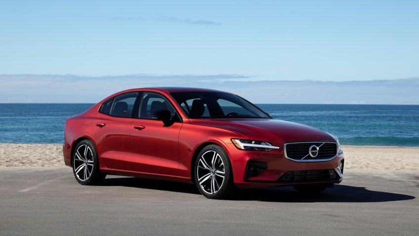 New Volvo S60 R-Design exterior.