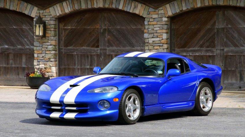 1996 Dodge Viper GTS.