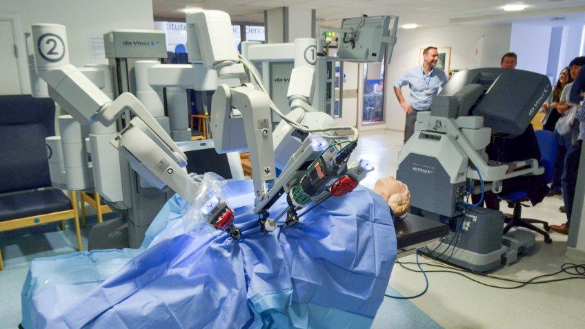 Intuitive Surgical da Vinci robot system
