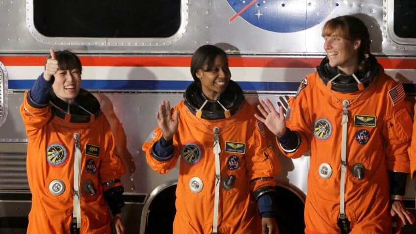 female astronauts Naoko Yamazaki, Stephanie Wilson, and Dorothy Metcalf