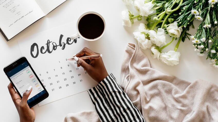 woman using calendar to schedule investments