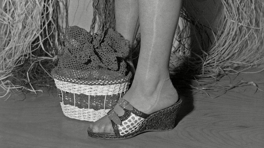 Adjustable mesh shoes