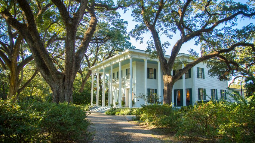 A southern mansion in Mobile, Alabama - Image.