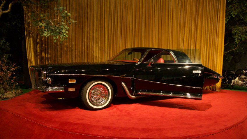 """Sign on the display says: """"Legend has it that this Stutz Blackhawk was originally ordered for Frank Sinatra, but [was] charmed away from the car dealer by Elvis."""
