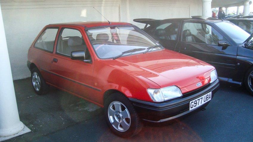 1990 Ford Fiesta.