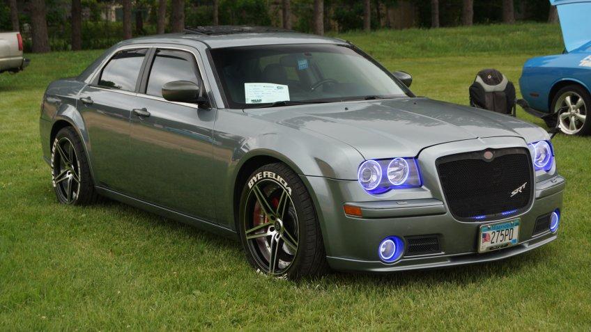2006 Chrysler 300-C SRT-8.