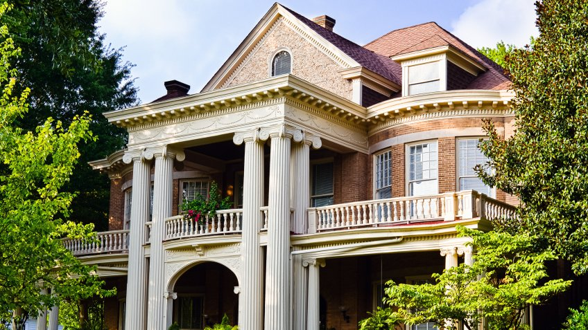 Historic Southern house with Greek revival architecture - Image.