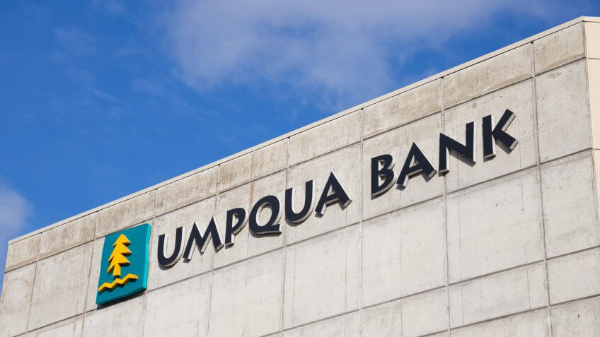 EUGENE, OR - NOVEMBER 4, 2015: Sign for Umpqua Bank at Oakway Center in Eugene.