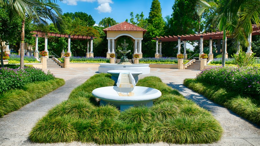 Fountain at public park in Lakeland, Florida.