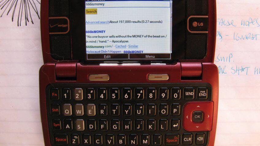 LG enV2 cell phone