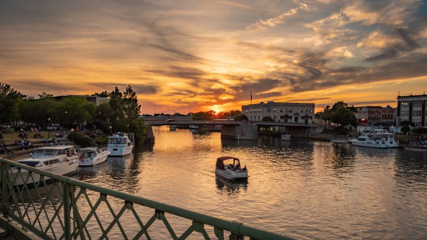 Sunset over North Tonawanda close to the West End of the Erie Canal.