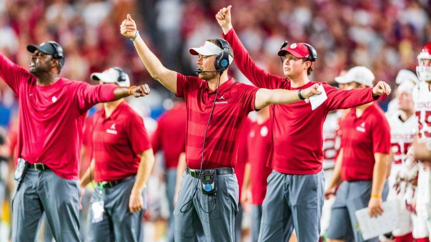 Oklahoma Sooners coach Lincoln Riley