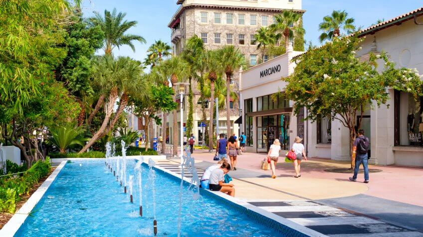 MIAMI BEACH, USA - AUGUST 6, 2016 : The Lincoln Road Shopping Mall, a popular destination for tourists and fashion lovers in Miami Beach - Image.