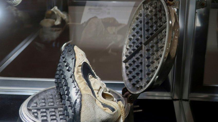 Nike waffle shoe