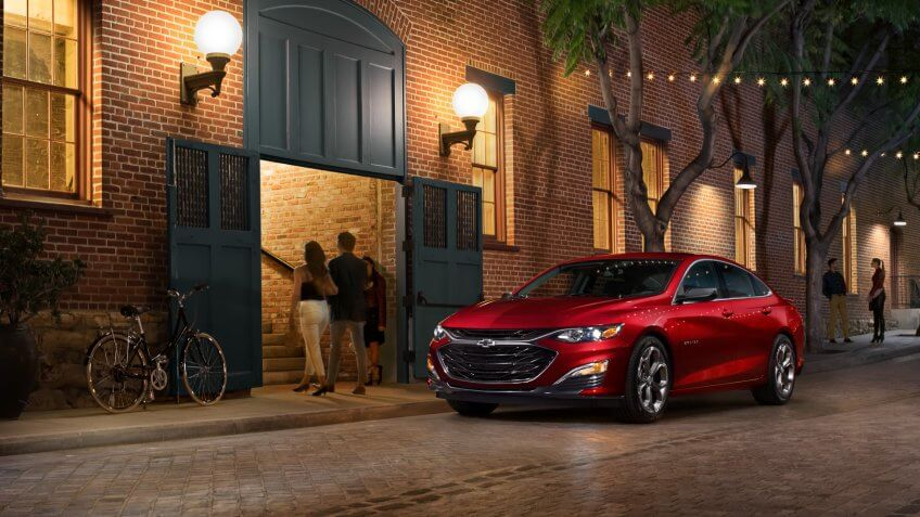 The first-ever 2019 Malibu RS offers a sporty, personalized appearance that include 18-inch machined wheels, black sport grille, black bowtie emblems, a rear spoiler and a dual-outlet exhaust.