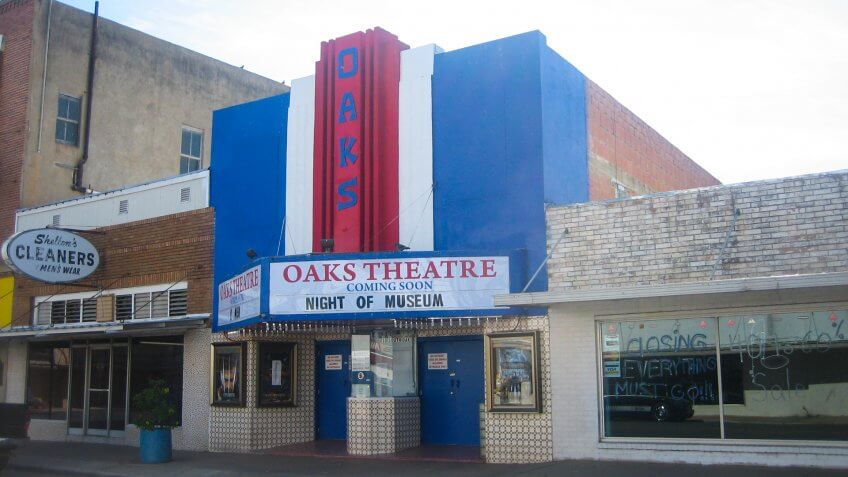 Oaks Theater in Pearsall, TX.