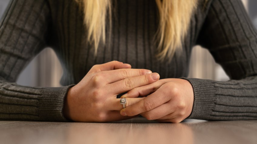 Wedding Ring, Ring - Jewelry, Human Hand, Divorce, Women.