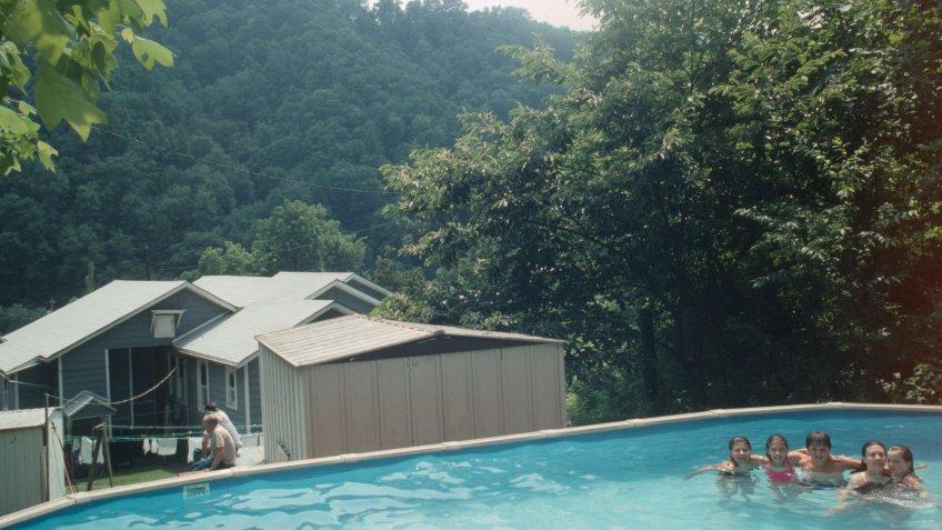 1995 Swimming pool behind home