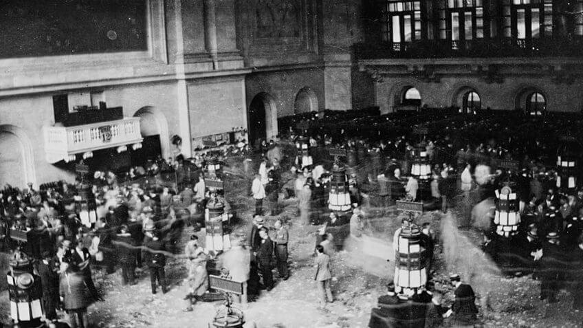 Floor of New York Stock Exchange in 1907