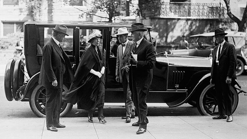 Harding arriving at Unemployment Conference in 1921.