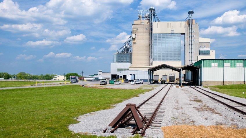 La Vergne, Tennessee - Tennessee Farmers Co-op feed mill